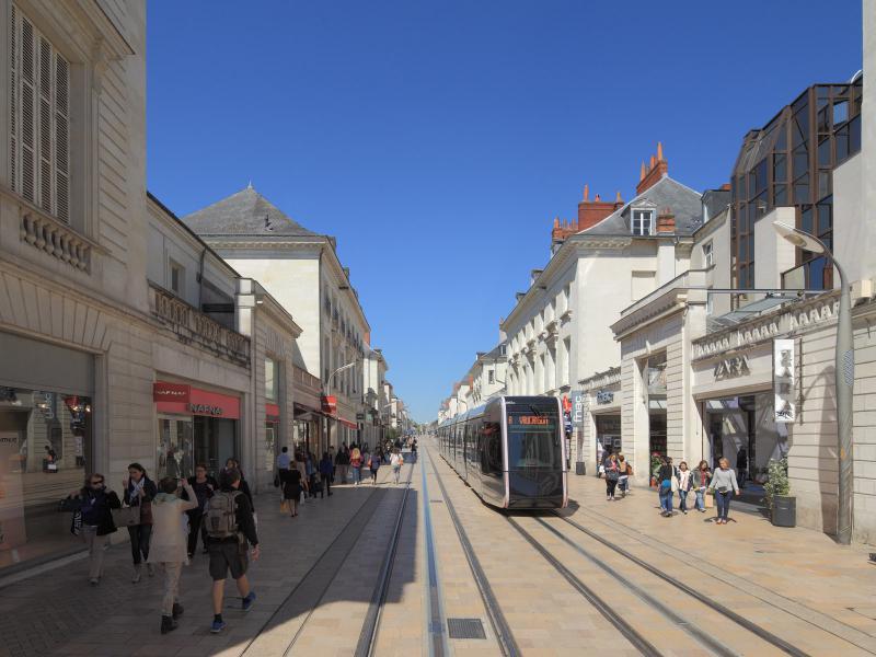 1ère ligne de Tramway de l'Agglomération Tourangelle  -  Le jour - Tours (37)